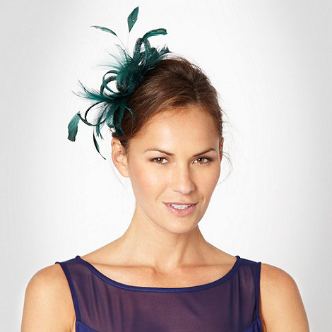 Debut - Dark green curled mesh and feathered fascinator