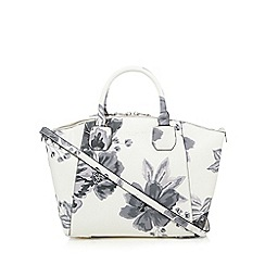 Bailey & Quinn - White floral grab bag