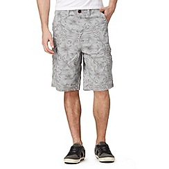Mantaray - Big and tall light grey floral printed cargo shorts