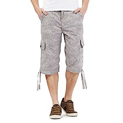 Mantaray - Light grey leaf print cargo shorts