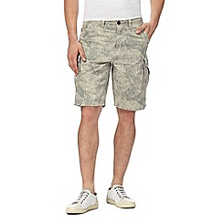 Mantaray - Grey leaf print cargo shorts