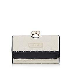 Floozie by Frost French - Cream heart quilted clip purse