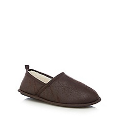 Mantaray - Dark brown distressed carpet slippers