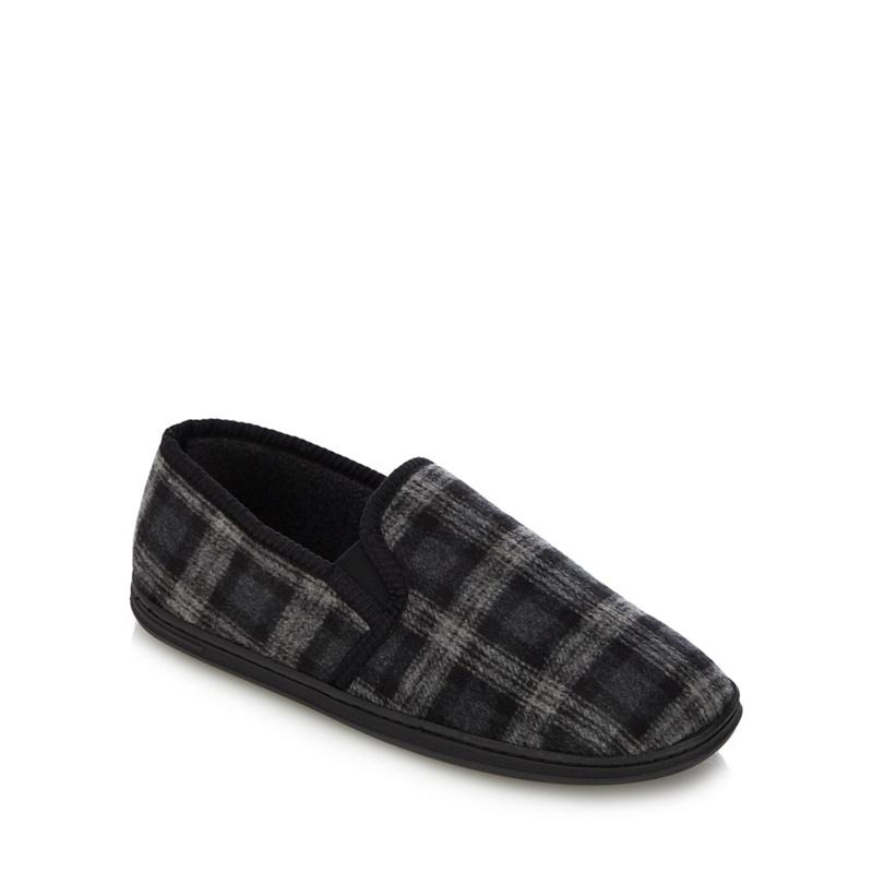 55c63db41ff Maine New England - Black Check Print Carpet Slippers