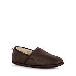 Mantaray - Chocolate distressed faux shearling lined carpet slippers