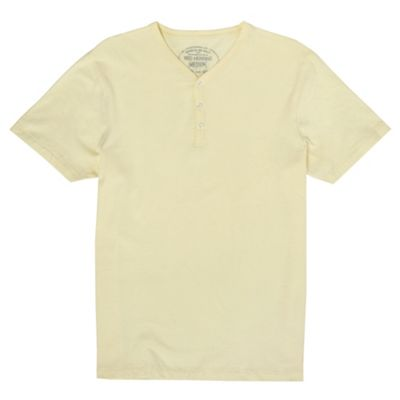 Light yellow y-neck t-shirt