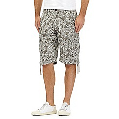 St George by Duffer - Light grey Hawaiian leaf print cargo shorts