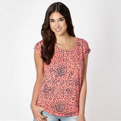 Red Herring - Light peach scattered hearts t-shirt