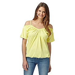 Red Herring - Light yellow plain gypsy cold shoulder top