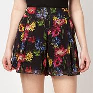 Black tropical flower crepe shorts