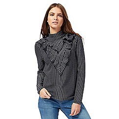 Noisy may - Navy textured pattern frilled front top