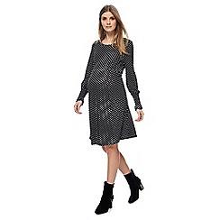 Red Herring Maternity - Black dot print long sleeves knee length skater maternity dress