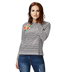 Red Herring Petite - Black stripe floral embroidery sweater