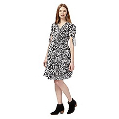 Red Herring Maternity - Black daisy print wrap dress