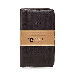 Gentlemen's Society - Brown leather travel wallet
