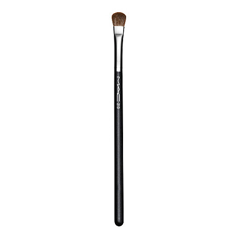 MAC Cosmetics - 213 Fluff Brush