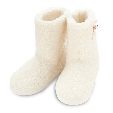 Lounge & Sleep - White super soft faux fur booties