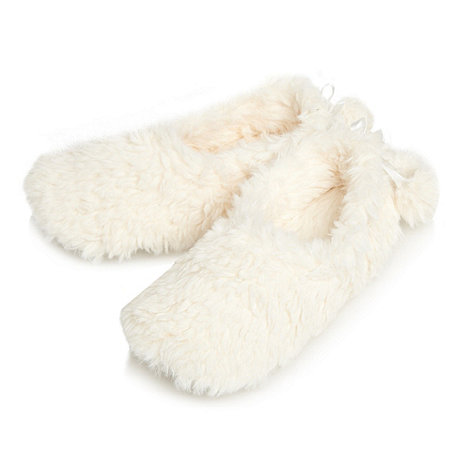 Lounge & Sleep - Cream fluffy slippers