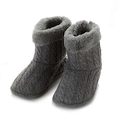 Isotoner - Dark grey cable knit slipper boots