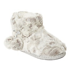 Lounge & Sleep - Grey faux fur slipper boots