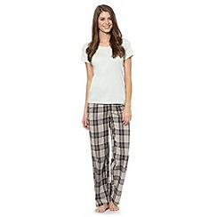 Presence - Light green plain t-shirt and checked bottoms pyjama set