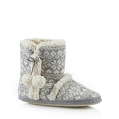 Lounge & Sleep - Grey snowflake sherpa slipper boots