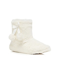 Lounge & Sleep - Cream faux fur slipper boots