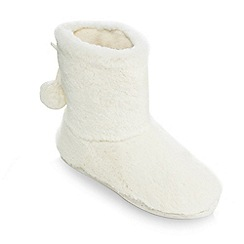 Lounge & Sleep - White fleece boots