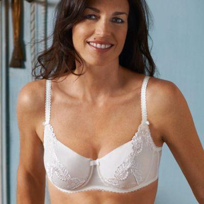 Ivory Elegant curves bra