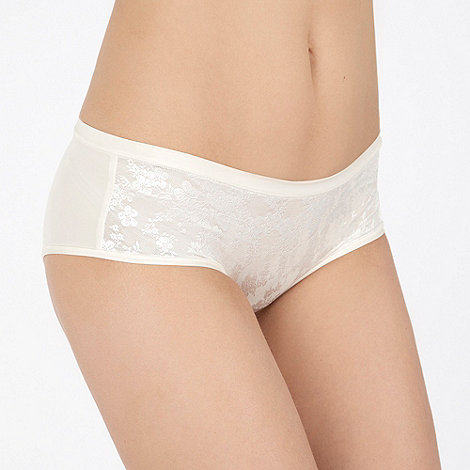 Triumph - Ivory Just Body Make-Up lace hipster