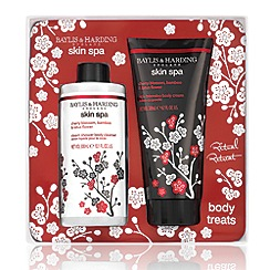 Baylis & Harding - Skin Spa Collection Cherry Blossom, Oriental Lily & Lotus Flower 2-Piece Gift Set