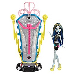 Monster High - Freaky Fusions Recharge Chamber & Frankie Stein Doll