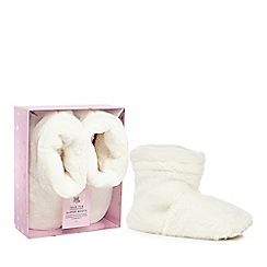 Luxe Edit - White faux fur microwave slipper boots