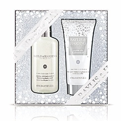 Baylis & Harding - Jojoba, Silk and Almond Oil Bathing Essentials Set