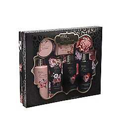 Baylis & Harding - Boudoire Velvet Rose Perfect Pamper Set