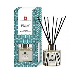 Woods of Windsor - English heritage sea spray & freesia diffuser