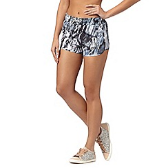 Lipsy - Grey metallised animal print shorts