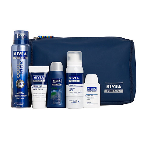 Nivea - Essential wash bag gift set