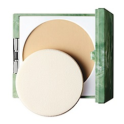 Clinique - Almost Powder Makeup Spf 15 All Skin Types Oil-Free 10g