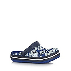 Crocs - Boy's blue tropical print relaxed fit crocs