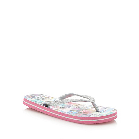 Mantaray - Girl+s pink photograph printed flip flops