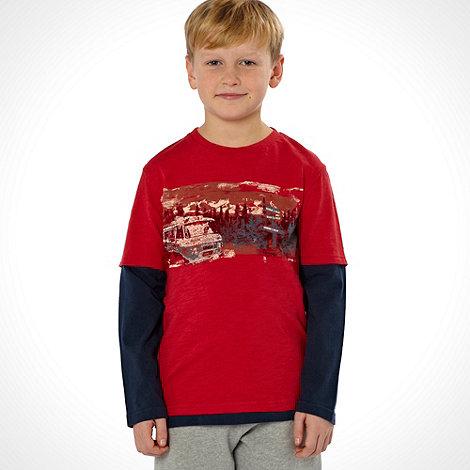 Mantaray - Boy+s red mountain scene t-shirt