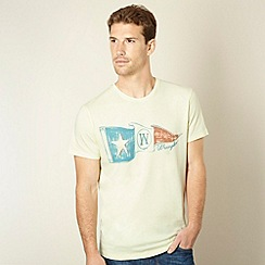 Wrangler - Light yellow flag print t-shirt