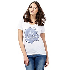 Wrangler - White 'Live in the Sunshine' V neck t-shirt