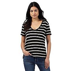 Levi's - Black striped V neck t-shirt