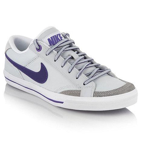Nike - Grey +Capri II+ trainers