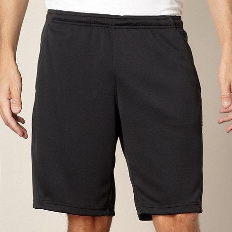 Reebok - Black mesh panelled shorts