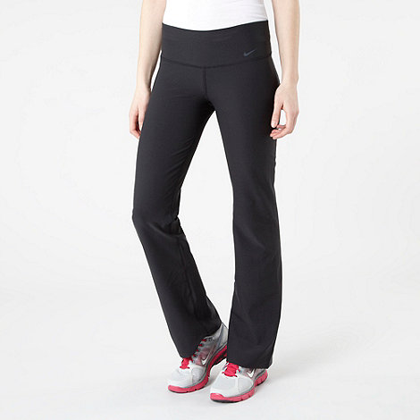 Nike - Black lengend slim jogging bottoms