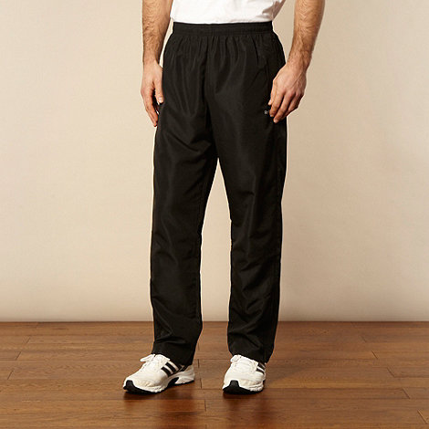 Reebok - Black mesh lined jogging bottoms