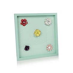 At home with Ashley Thomas - Magnetic board with flower magnets